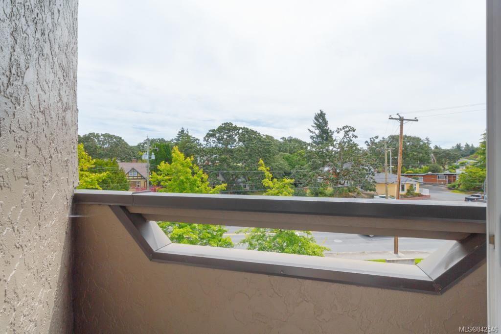 Photo 18: Photos: 402 3800 Quadra St in Saanich: SE Quadra Condo for sale (Saanich East)  : MLS®# 842546
