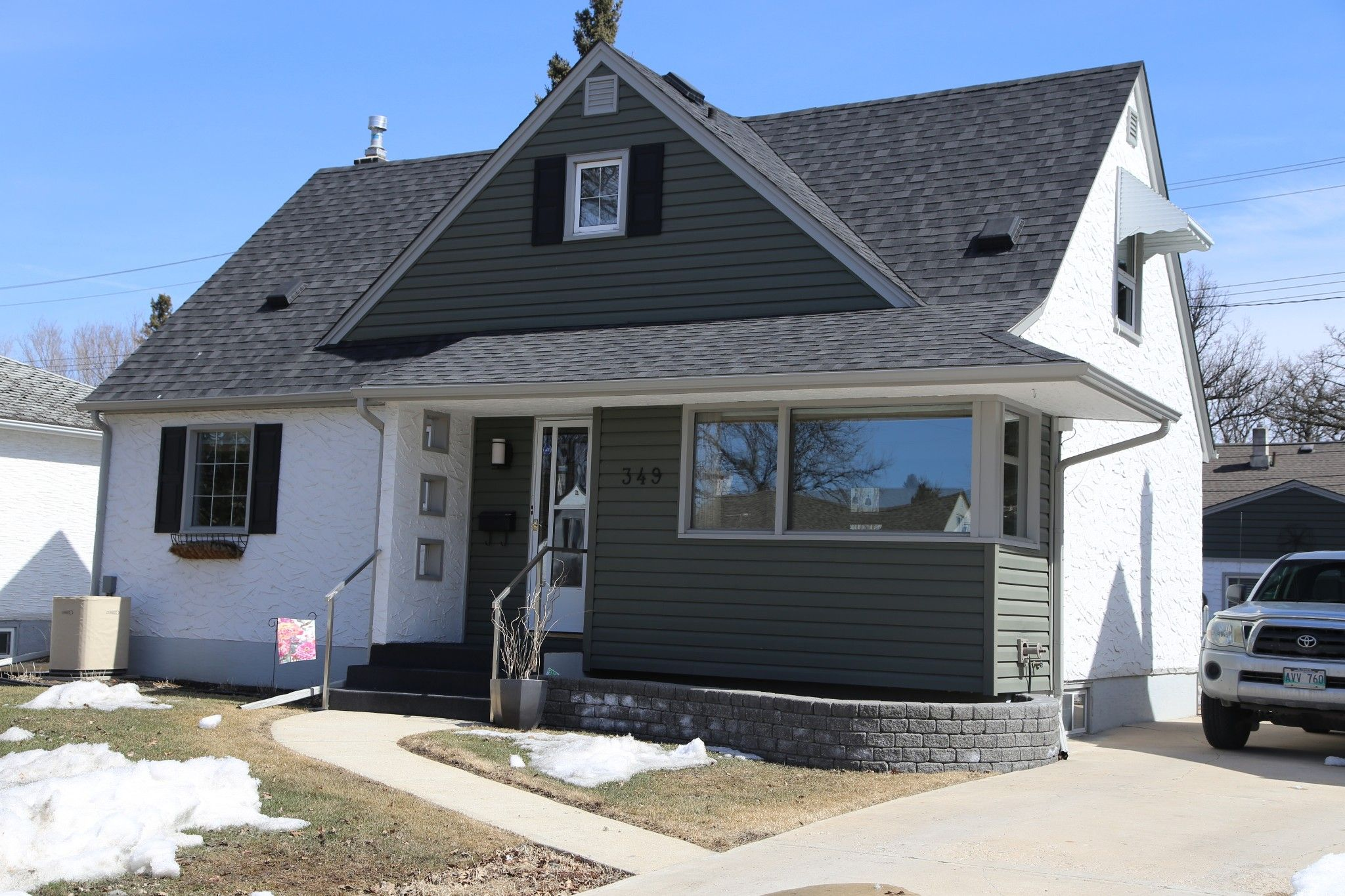 Welcome to 349 Guildford St. in Deer Lodge/ St. James