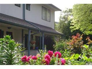 Photo 1: 601 640 Broadway Street in VICTORIA: SW Glanford Townhouse for sale (Saanich West)  : MLS®# 296652