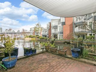 """Photo 4: 1585 MARINER Walk in Vancouver: False Creek Townhouse for sale in """"LAGOONS"""" (Vancouver West)  : MLS®# R2158122"""