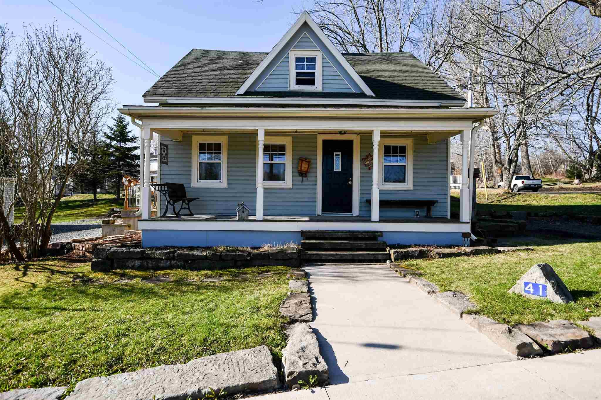 Main Photo: 41 School Street in Hantsport: 403-Hants County Residential for sale (Annapolis Valley)  : MLS®# 202109379