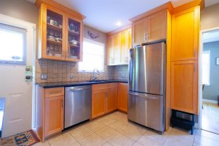 """Photo 5: 355 SHERBROOKE Street in New Westminster: Sapperton House for sale in """"Sapperton"""" : MLS®# R2332105"""