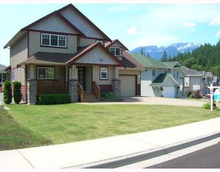 """Photo 2: 38629 CHERRY Drive in Squamish: Valleycliffe House for sale in """"RAVEN'S PLATEAU"""" : MLS®# V753230"""