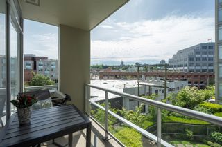 """Photo 15: 413 2055 YUKON Street in Vancouver: False Creek Condo for sale in """"THE MONTREUX"""" (Vancouver West)  : MLS®# R2371441"""