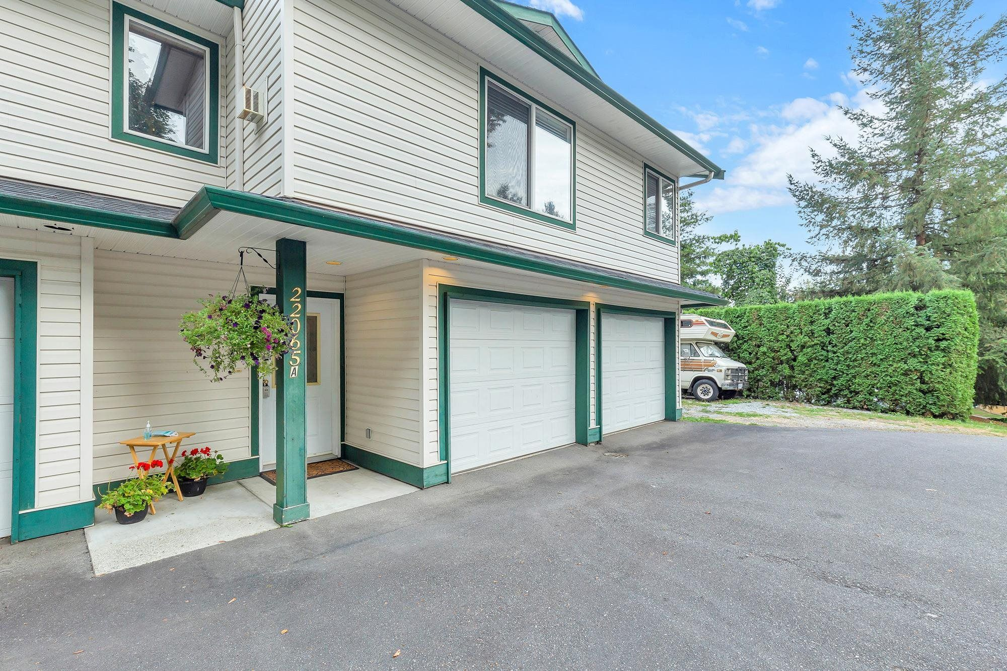 Main Photo: A 22065 RIVER Road in Maple Ridge: West Central 1/2 Duplex for sale : MLS®# R2615551