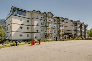 """Photo 2: 302 1203 PEMBERTON Avenue in Squamish: Downtown SQ Condo for sale in """"Eagle Grove"""" : MLS®# R2324945"""