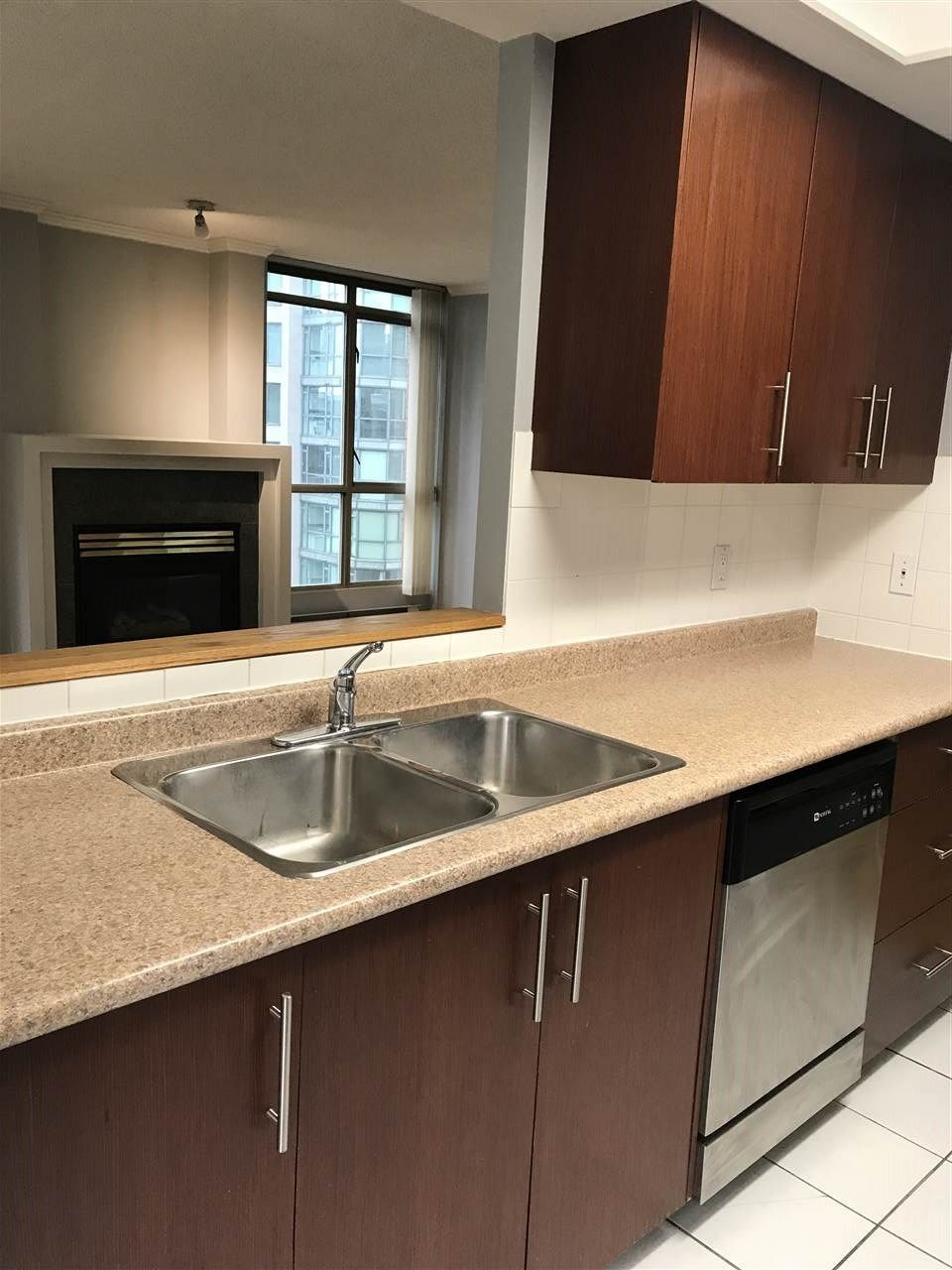 """Photo 3: Photos: 1001 867 HAMILTON Street in Vancouver: Downtown VW Condo for sale in """"JARDINE'S LOOKOUT"""" (Vancouver West)  : MLS®# R2248805"""