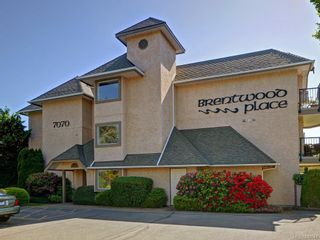 Photo 1: 305 7070 West Saanich Rd in Central Saanich: CS Brentwood Bay Condo for sale : MLS®# 842049