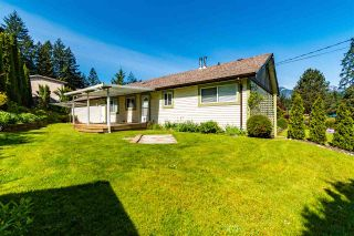 Photo 4: 520 GLENAIRE Drive in Hope: Hope Center House for sale : MLS®# R2576130