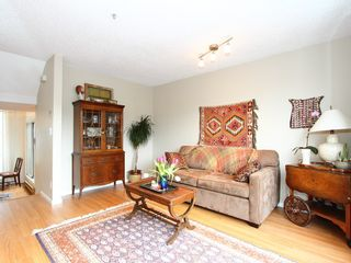 "Photo 4: 16 877 W 7TH Avenue in Vancouver: Fairview VW Townhouse for sale in ""THE EMERALD"" (Vancouver West)  : MLS®# V978833"