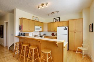 Photo 11: 45 Discovery Heights SW in Calgary: Discovery Ridge Row/Townhouse for sale : MLS®# A1109314