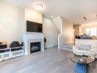 """Photo 3: 149 3105 DAYANEE SPRINGS Boulevard in Coquitlam: Westwood Plateau Townhouse for sale in """"WHITE TAIL LANE"""" : MLS®# R2443110"""