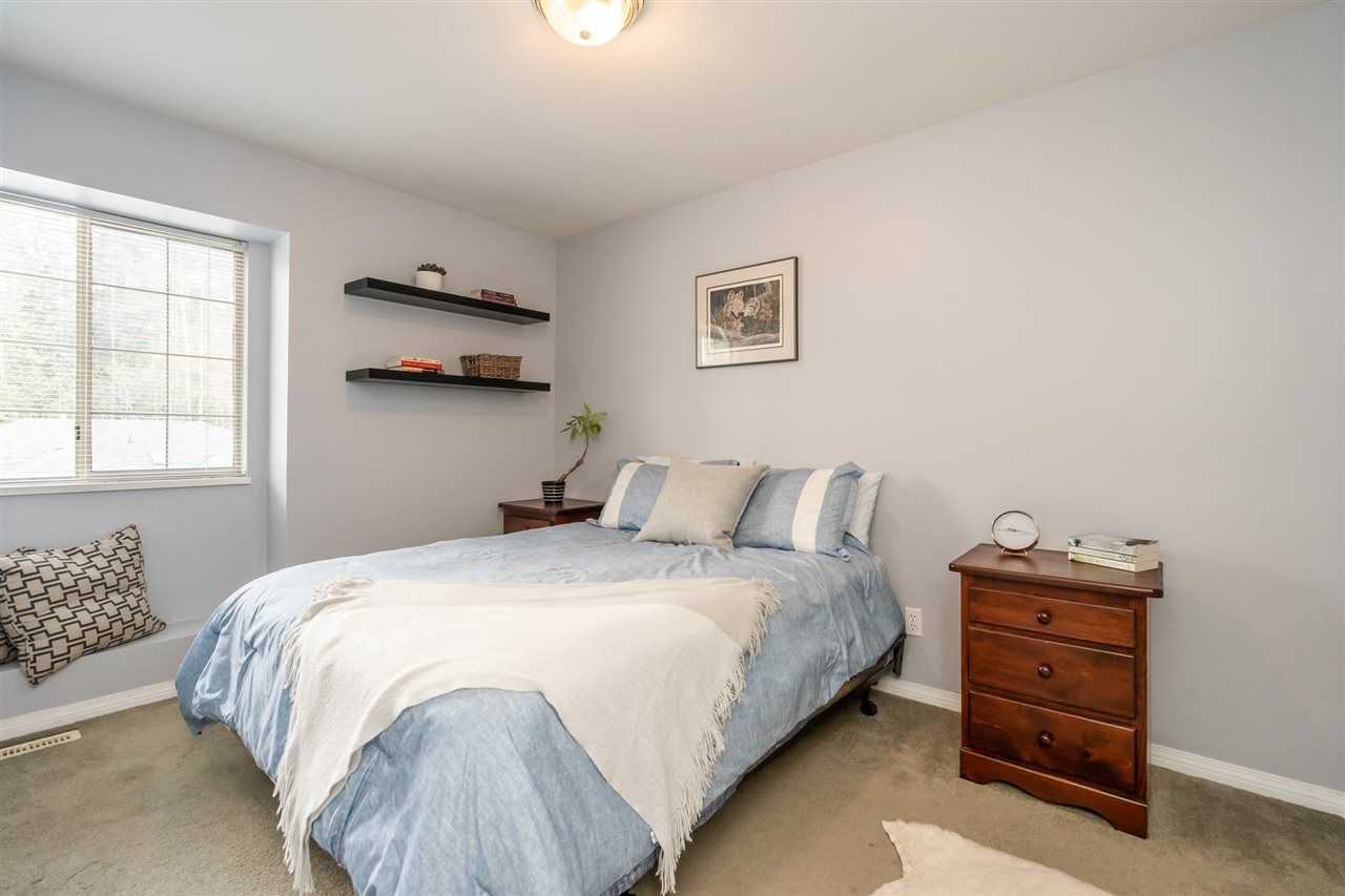 Photo 7: Photos: 23675 108 Loop in Maple Ridge: Albion House for sale : MLS®# R2447949