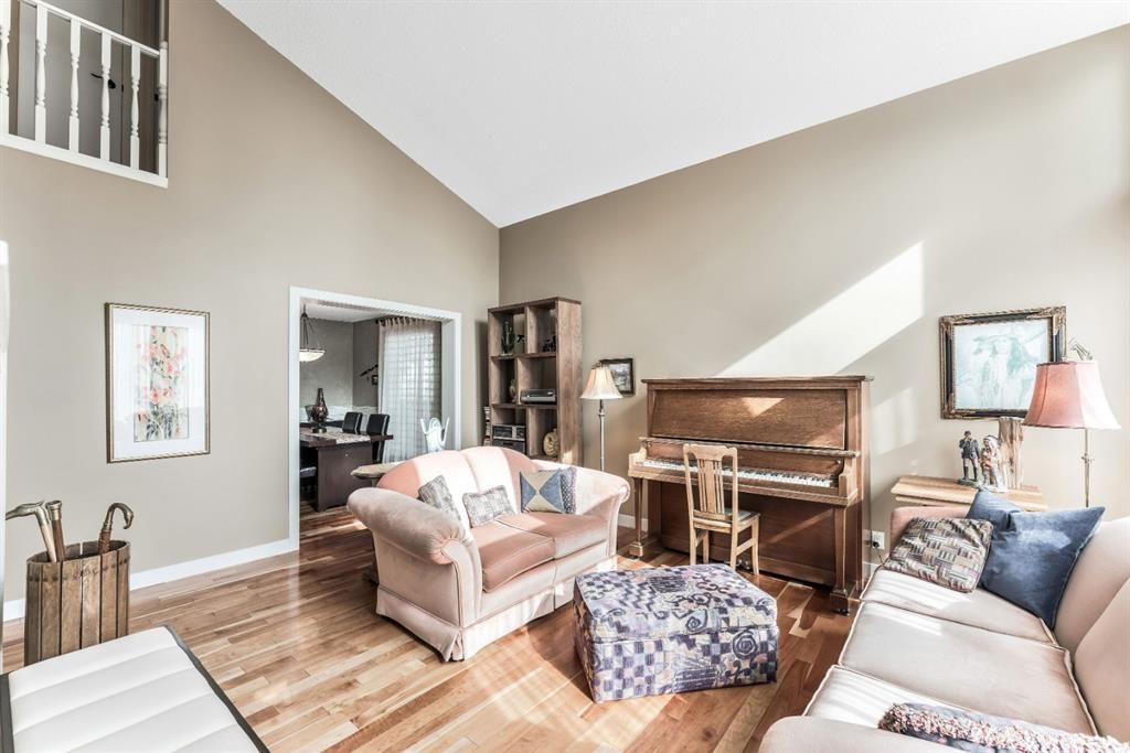 Photo 6: Photos: 84 WOODBROOK Close SW in Calgary: Woodbine Detached for sale : MLS®# A1037845