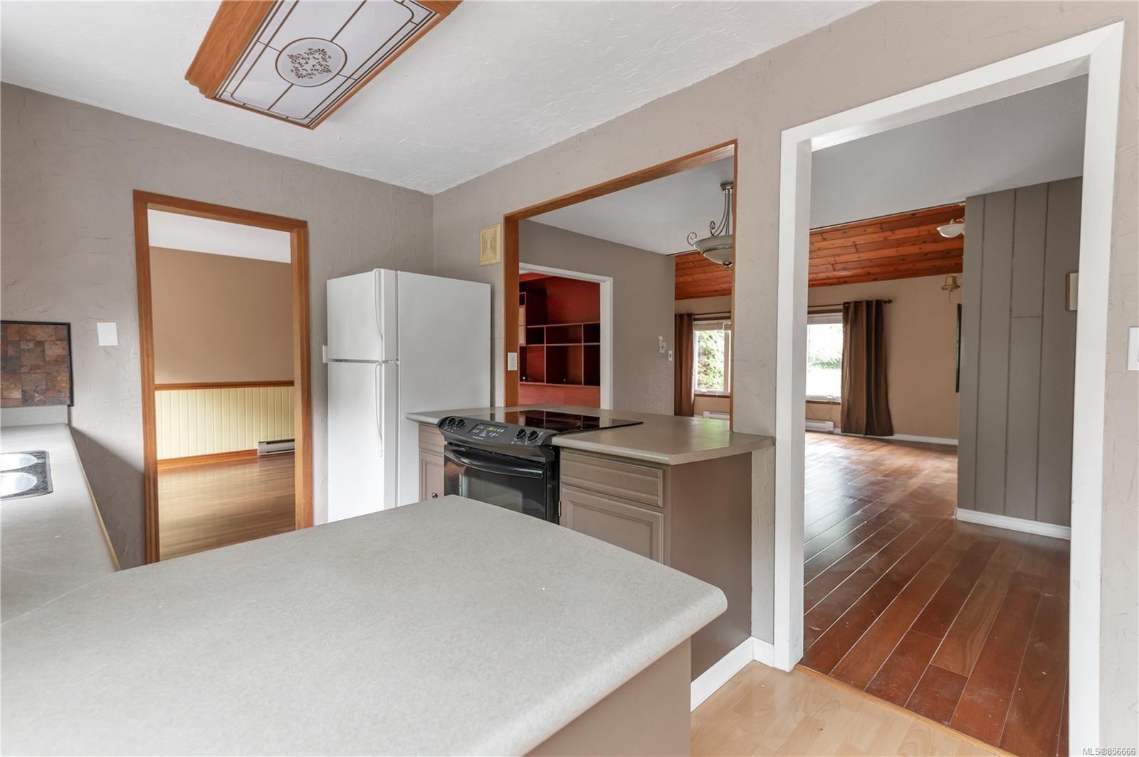 Photo 3: Photos: 2468 Oakes Rd in : CV Merville Black Creek House for sale (Comox Valley)  : MLS®# 856666