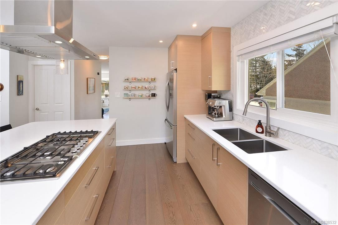 Photo 30: Photos: 1620 Burton Ave in Victoria: Vi Oaklands House for sale : MLS®# 838532