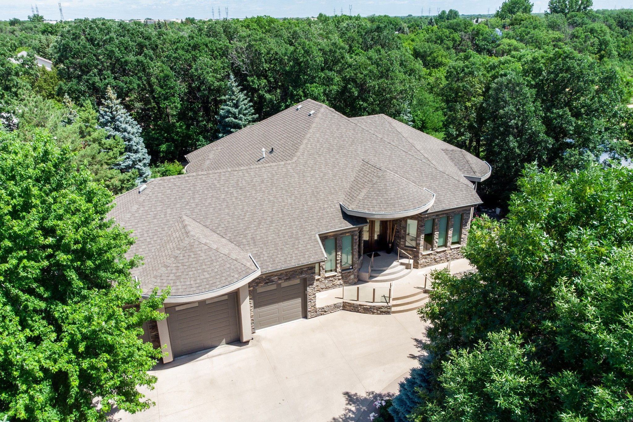 Main Photo: 97 Eagle Creek Drive in East St Paul: House for sale