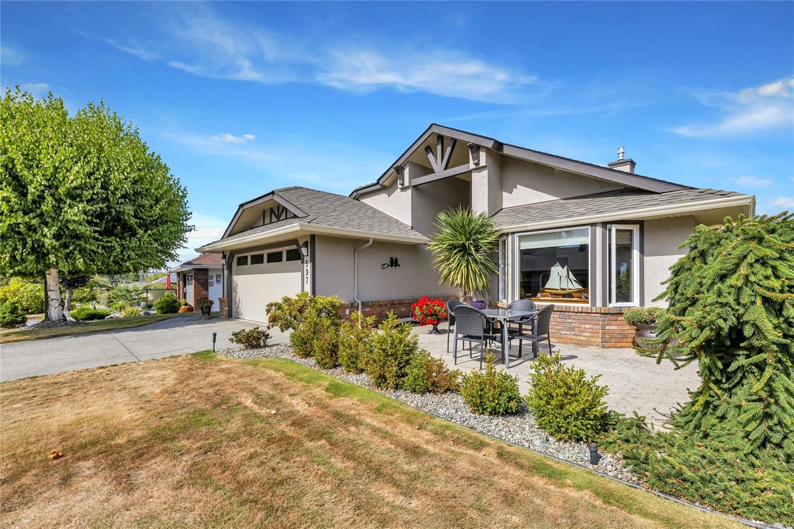 597 Pine Ridge Dr, level lot with golf course & mountain views