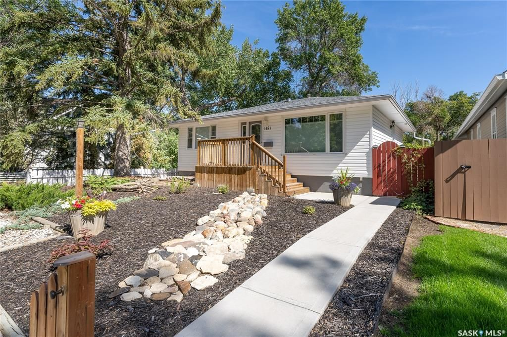 Main Photo: 1151 Clifton Avenue in Moose Jaw: Central MJ Residential for sale : MLS®# SK868380
