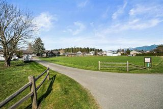 Photo 3: 5621 UNSWORTH Road in Chilliwack: Vedder S Watson-Promontory House for sale (Sardis)  : MLS®# R2560364