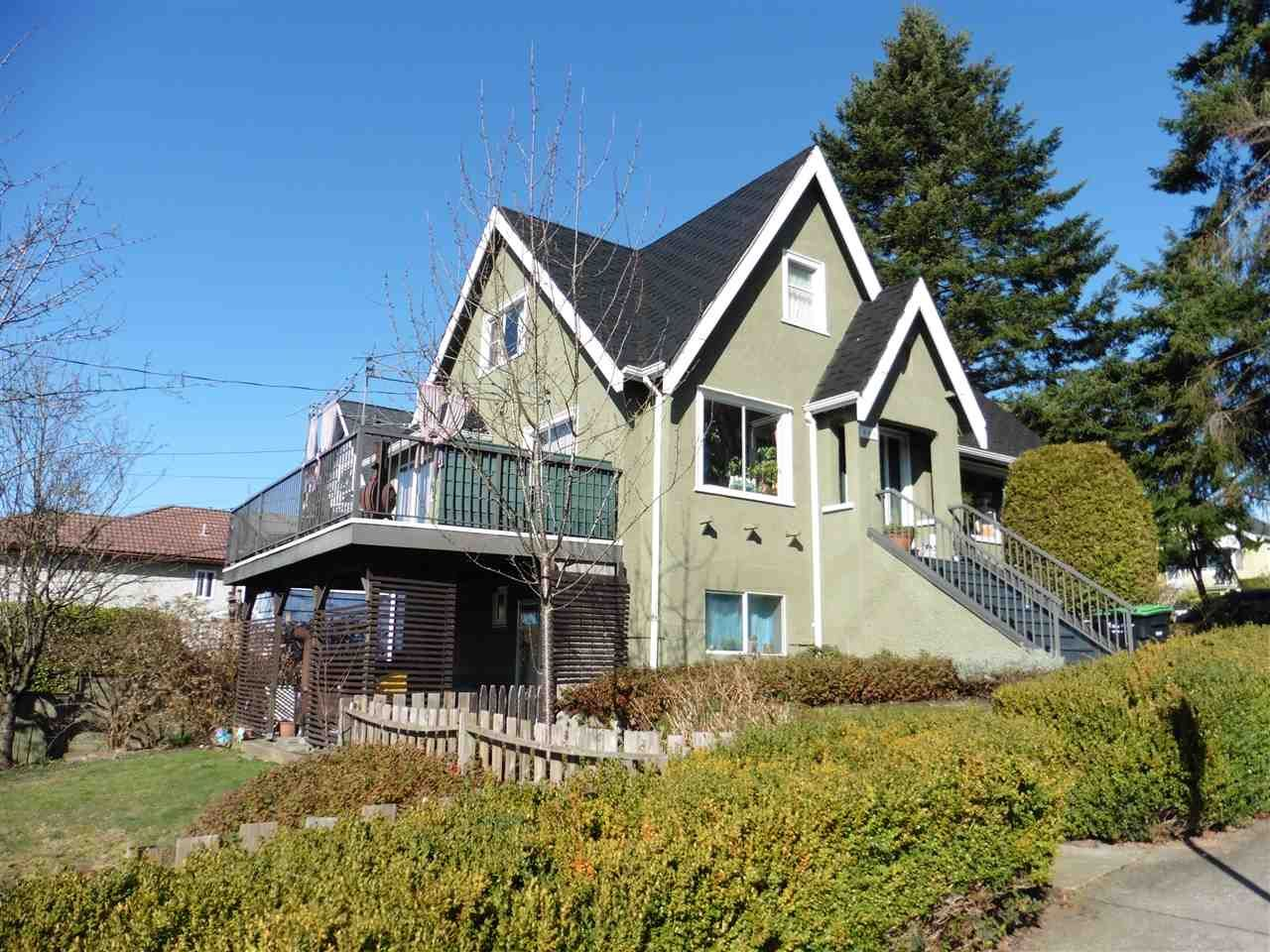 Main Photo: 333 BOUNDARY Road in Vancouver: Hastings Sunrise House for sale (Vancouver East)  : MLS®# R2577245