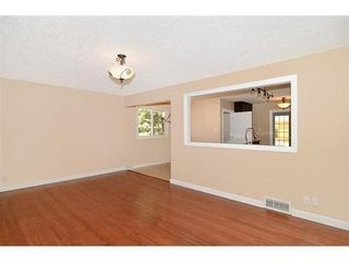 Photo 3: 70 CAMBRIAN Drive NW in Calgary: Bungalow for sale : MLS®# C3538395