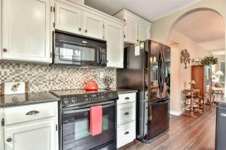 Photo 2: 102 15035 THRIFT Avenue: White Rock Condo for sale (South Surrey White Rock)  : MLS®# R2341357