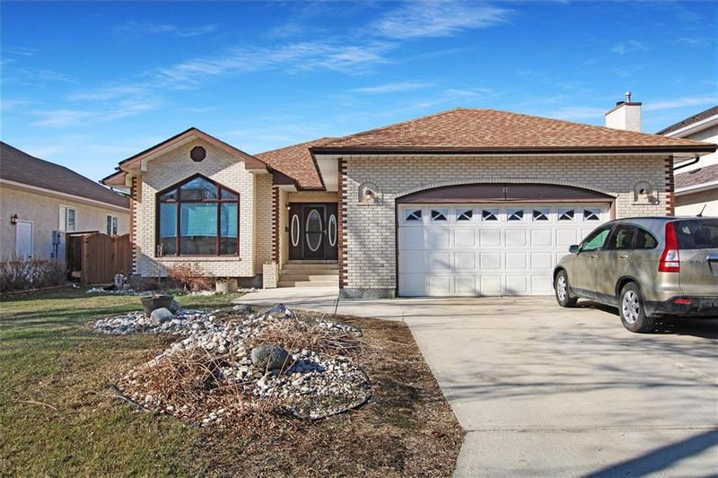 FEATURED LISTING: 27 Strewchuk Bay Winnipeg