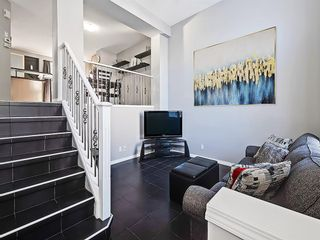 Photo 3: 3072 New Brighton Garden SE in Calgary: New Brighton Row/Townhouse for sale : MLS®# C4300460