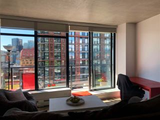 """Photo 2: 1406 108 W CORDOVA Street in Vancouver: Downtown VW Condo for sale in """"WOODWARDS W-32"""" (Vancouver West)  : MLS®# R2578411"""