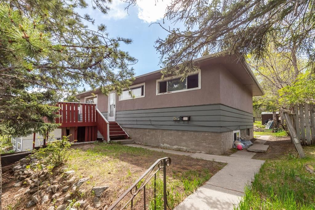 Main Photo: 4623 4 Street NW in Calgary: Highwood Detached for sale : MLS®# A1130732