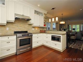 Photo 7: 19 675 Superior St in VICTORIA: Vi James Bay Row/Townhouse for sale (Victoria)  : MLS®# 581511