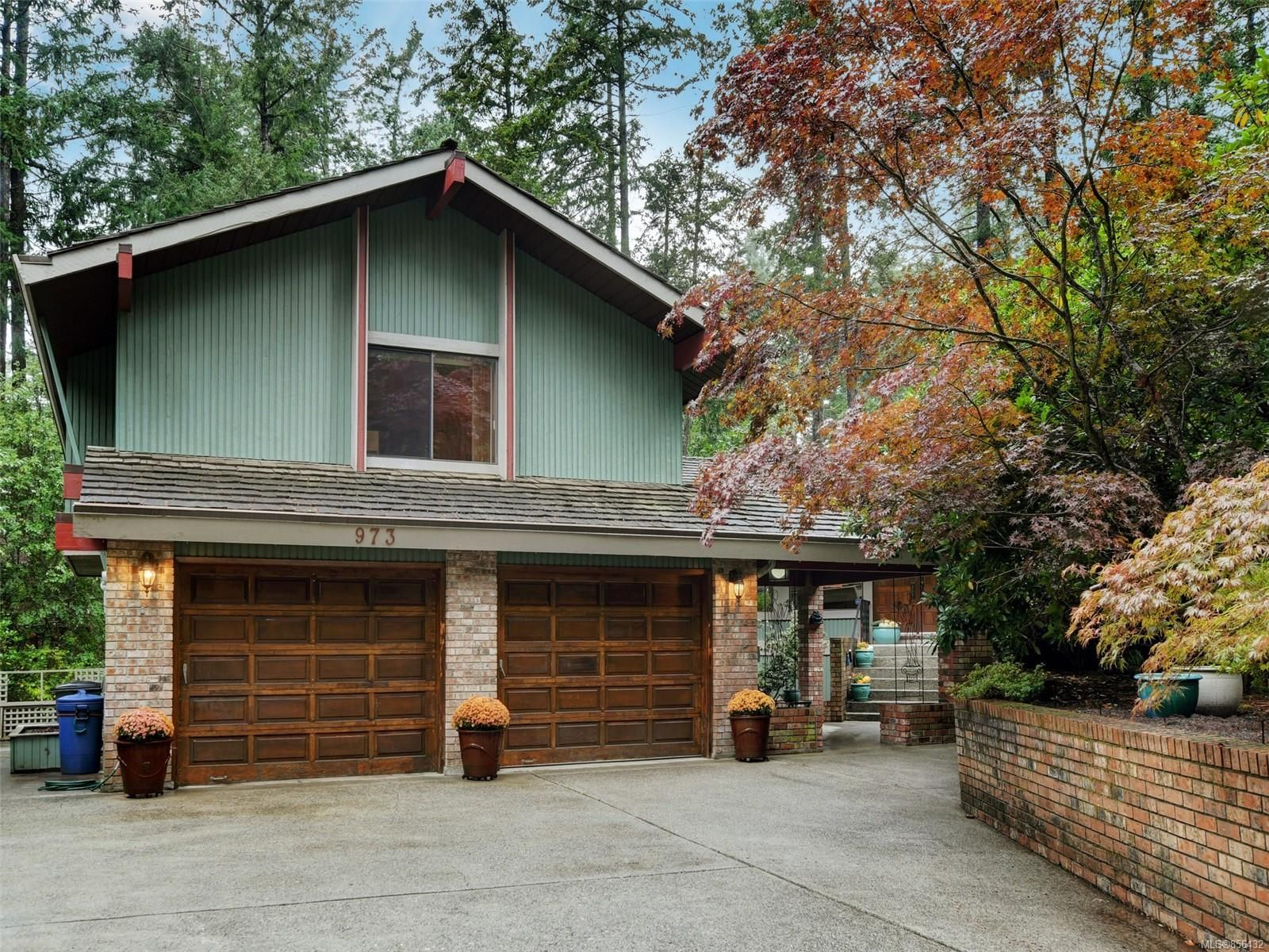 Main Photo: 973 Wagonwood Pl in : SE Broadmead House for sale (Saanich East)  : MLS®# 856432
