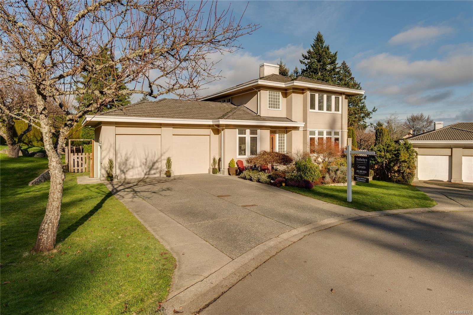 Main Photo: 804 Del Monte Lane in : SE Cordova Bay House for sale (Saanich East)  : MLS®# 863371