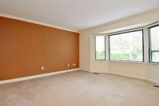 """Photo 2: 6337 SUNDANCE Drive in Surrey: Cloverdale BC House for sale in """"Cloverdale"""" (Cloverdale)  : MLS®# R2056445"""