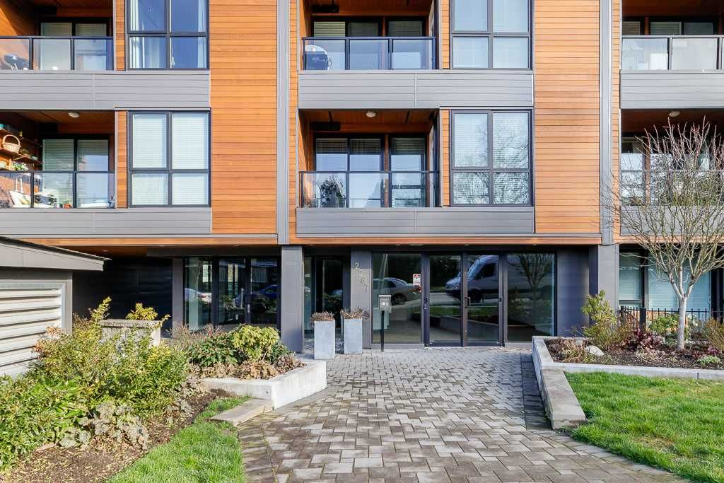 Main Photo: 302 2267 PITT RIVER Road in Port Coquitlam: Central Pt Coquitlam Condo for sale : MLS®# R2443359