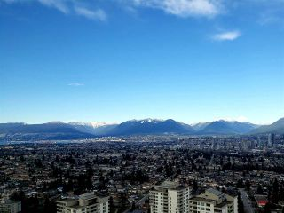 """Photo 1: 3901 5883 BARKER Avenue in Burnaby: Metrotown Condo for sale in """"ALDYANNE ON THE PARK"""" (Burnaby South)  : MLS®# R2348636"""
