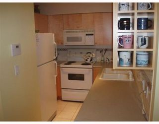 """Photo 2: 205 488 HELMCKEN Street in Vancouver: Downtown VW Condo for sale in """"ROBINSON TOWER"""" (Vancouver West)  : MLS®# V769020"""