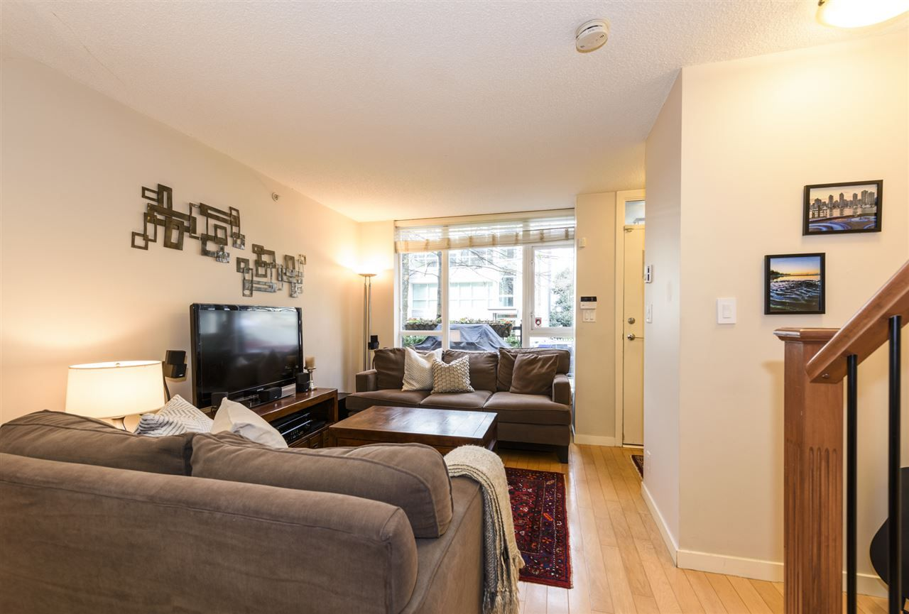 Photo 4: Photos: 1644 W 7TH AVENUE in Vancouver: Fairview VW Townhouse for sale (Vancouver West)  : MLS®# R2543861
