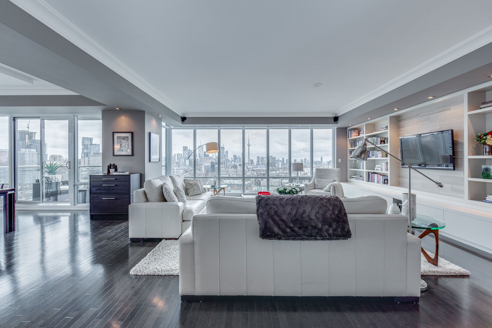 Main Photo: 2201 1 Bedford Road in Toronto: Condo for sale (Toronto C02)  : MLS®# C4431810