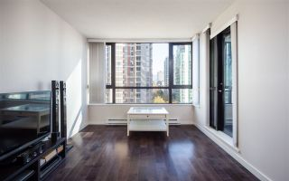 """Photo 3: 1201 909 MAINLAND Street in Vancouver: Yaletown Condo for sale in """"YALETOWN PARK II"""" (Vancouver West)  : MLS®# R2218452"""
