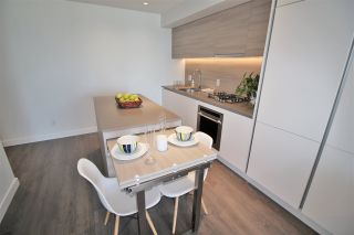 """Photo 6: 3001 908 QUAYSIDE Drive in New Westminster: Quay Condo for sale in """"Riversky 1"""" : MLS®# R2398687"""