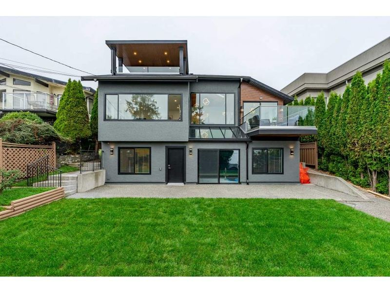 FEATURED LISTING: 15335 COLUMBIA Avenue White Rock