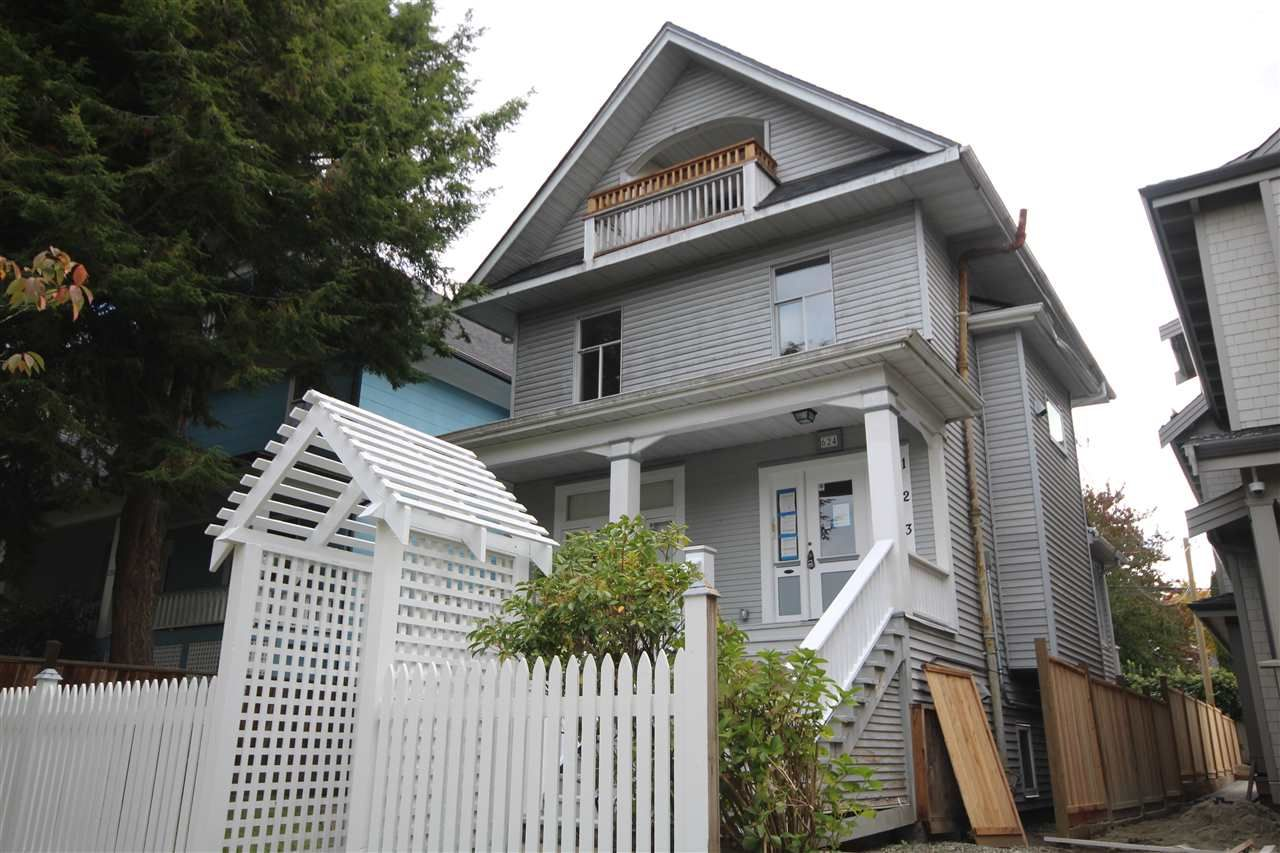 Main Photo: 624 E 11TH Avenue in Vancouver: Mount Pleasant VE House for sale (Vancouver East)  : MLS®# R2413732
