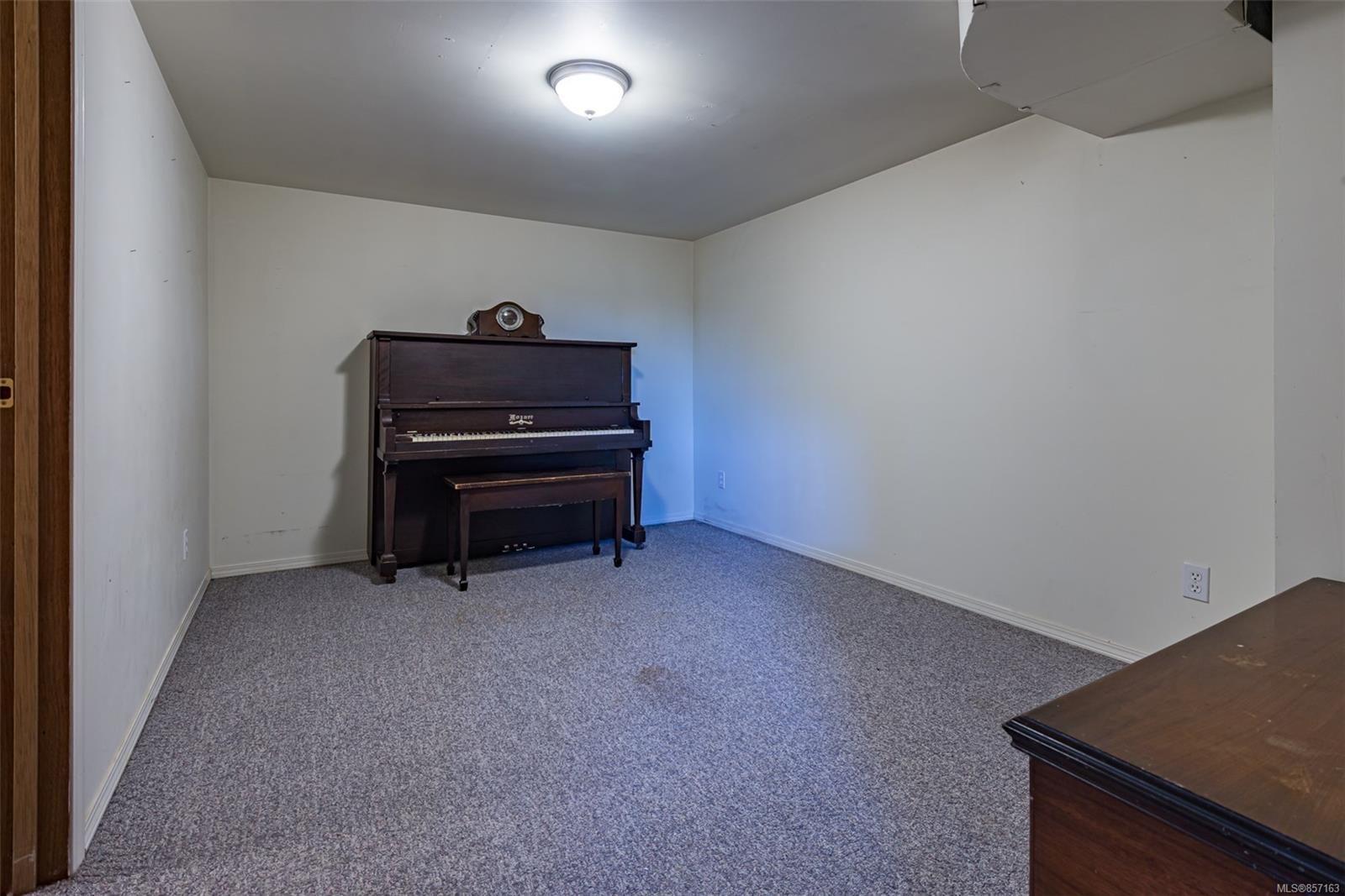 Photo 40: Photos: 4241 Buddington Rd in : CV Courtenay South House for sale (Comox Valley)  : MLS®# 857163