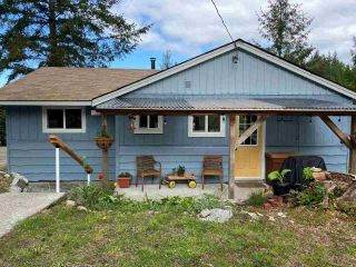 Photo 2: 5193 SUMMIT Road in Madeira Park: Pender Harbour Egmont House for sale (Sunshine Coast)  : MLS®# R2575992