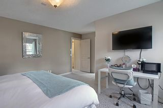 Photo 14: 34 Crestmont Drive SW in Calgary: Crestmont Detached for sale : MLS®# A1119055