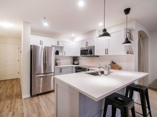 """Photo 10: 202 333 E 1ST Street in North Vancouver: Lower Lonsdale Condo for sale in """"Vista West"""" : MLS®# R2554651"""