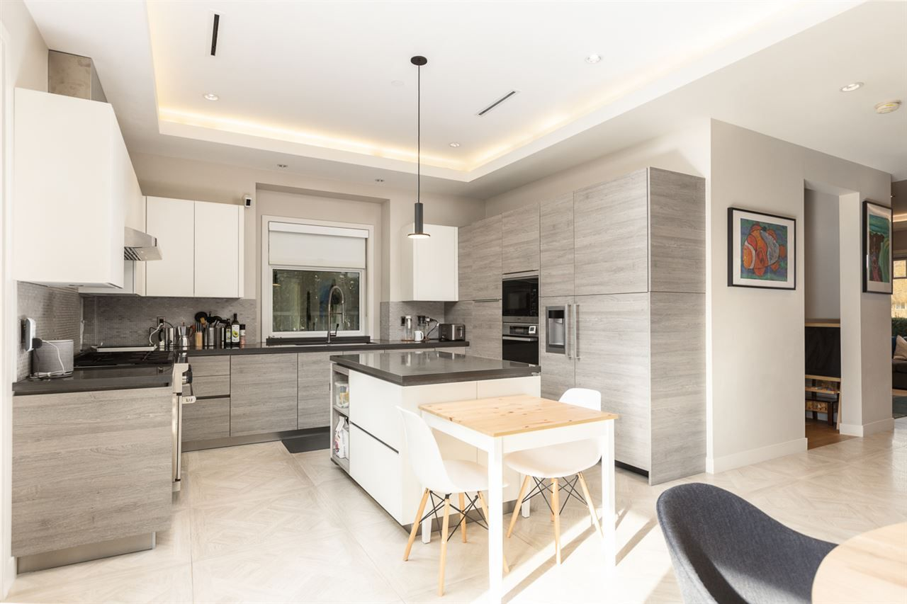 """Photo 3: Photos: 894 W 19TH Avenue in Vancouver: Cambie House for sale in """"CAMBIE"""" (Vancouver West)  : MLS®# R2484635"""