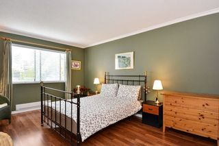 """Photo 12: 204 1458 BLACKWOOD Street: White Rock Condo for sale in """"Champlain Manor"""" (South Surrey White Rock)  : MLS®# R2208824"""